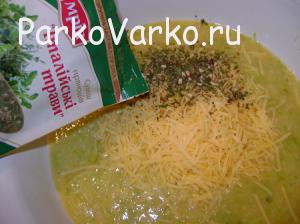 Омлет в пароварке с сыром и кабачком.